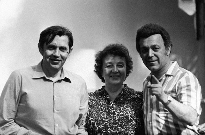 Роберт Рождественский, его мама и Иосиф Кобзон