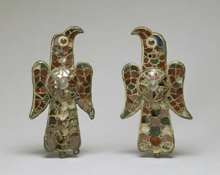 Фибулы в виде орлов VI век