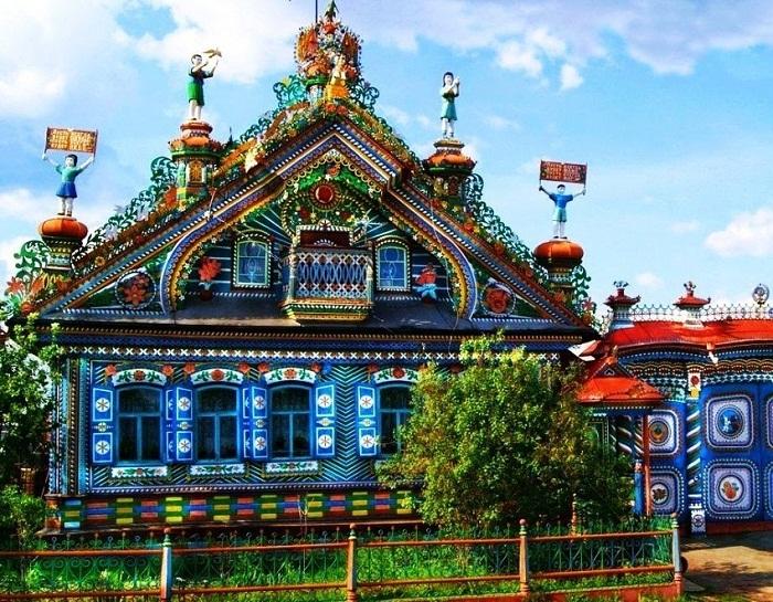 Чудо-дом кузнеца Кириллова в деревне Кунара Свердловской области