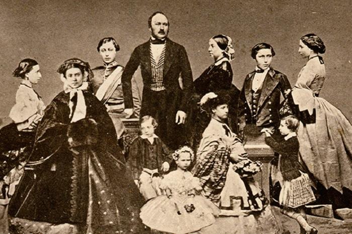Виктория с мужем и детьми