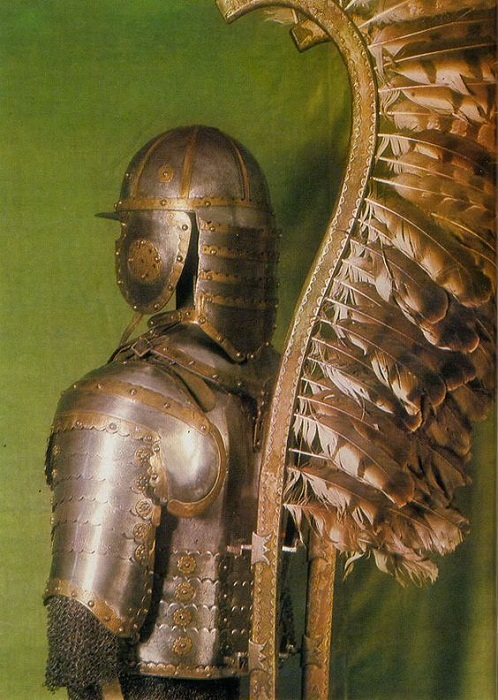 Гусарские крылья, крепившиеся к кирасе. Конец XVII-первая половина XVIII века