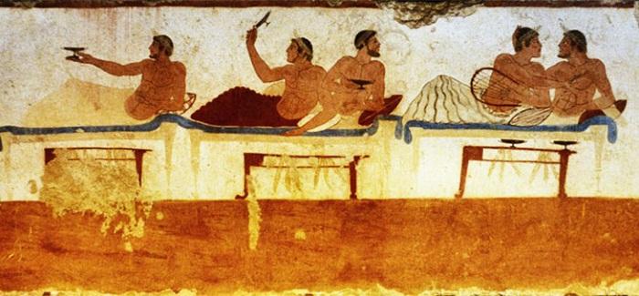 Знаменитое изображение симпосия на саркофаге из Пестума V в. до н.э  Монументальная роспись Греции.<br>Симпосий, возлежащие на пиршественных ложах