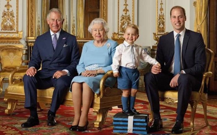 Наследник британского престола в кругу семьи
