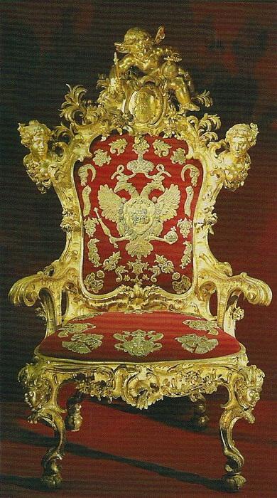 Тронное кресло Елизаветы Петровны. Санкт-Петербург, 1740-1742 годы. Резьба, золочение, шитьё.