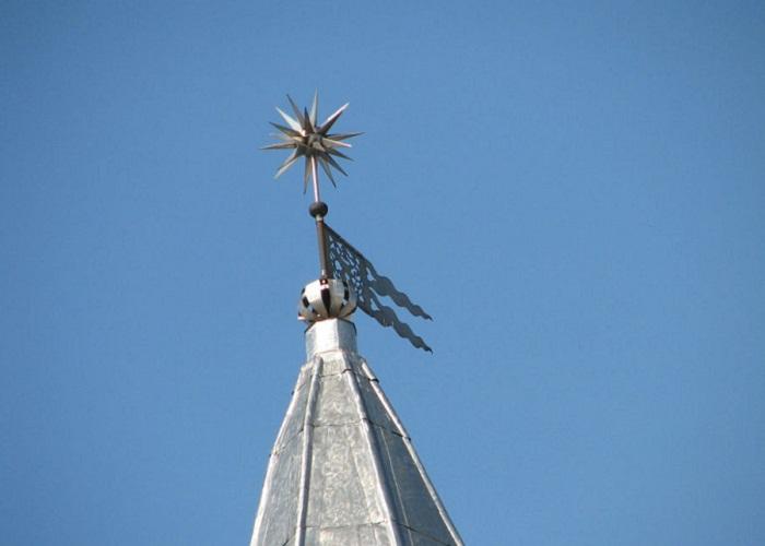 Шпиль-громоотвод на башне