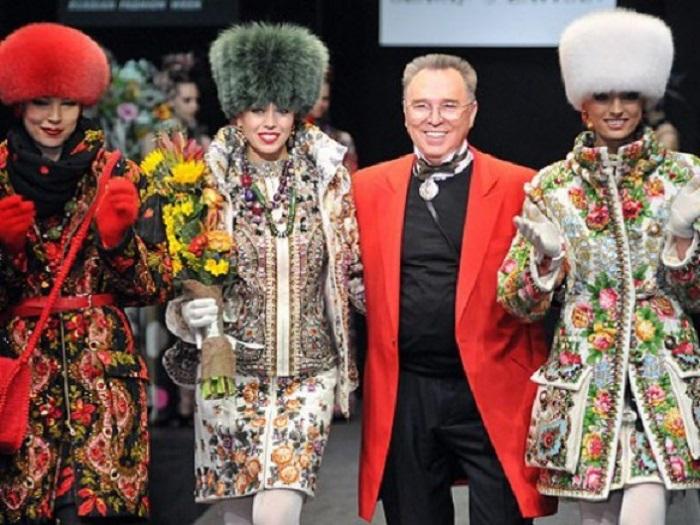 Коллекция одежды Зайцева из павловопосадких платков