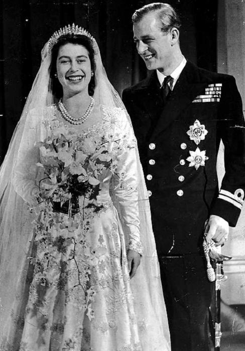 Елизавета II на свадьбе с принцем Филиппом в 1947 году