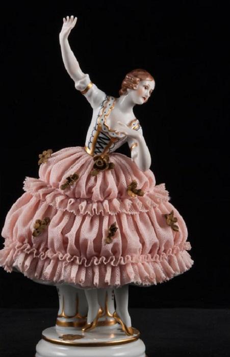 «Танцующая девушка в кружевном платье», Muller & Co, Volkstedt, Германия, нач. 20 века.
