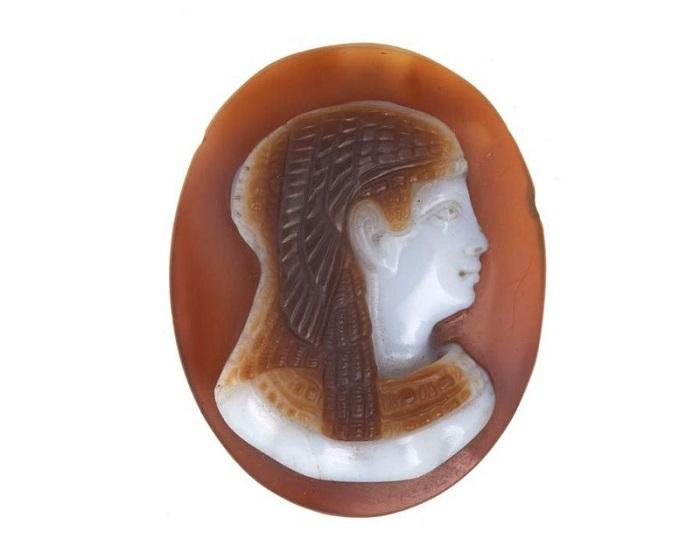 Агатовая камея, скорее всего, представляет собой изображение Клеопатры. Courtesy Museum of London