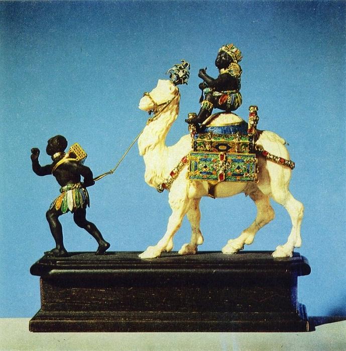 Два мавра с верблюдом. Мастера Б. Пермозер и И. М. Динглингер. Золото, эмаль, алмазы, рубины, эбеновое дерево, слоновая кость