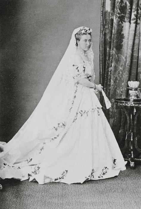 Принцесса Елена в подвенечном наряде