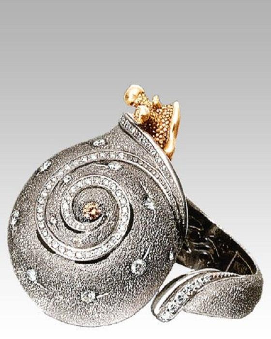Кольцо-улитка с бриллиантами Алекса Солджера