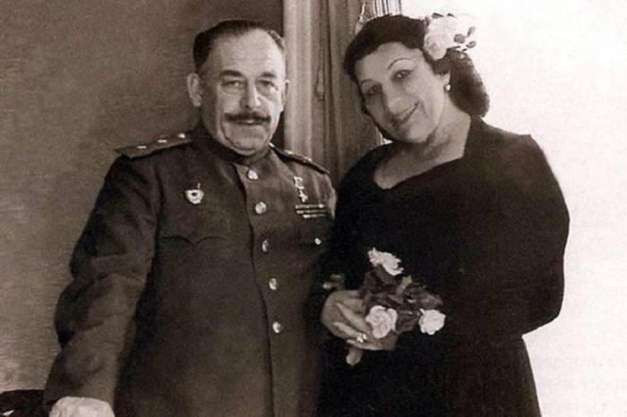 Лидия Русланова и ее муж генерал Крюков. Послевоенное фото