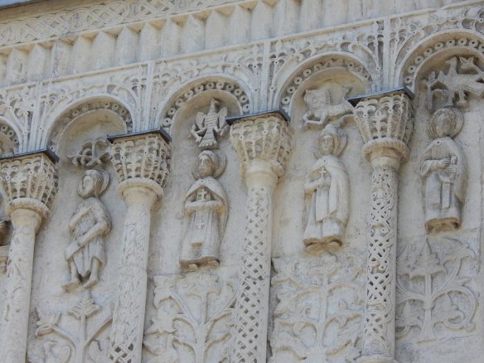 Северный фасад. В центре святые Борис и Глеб