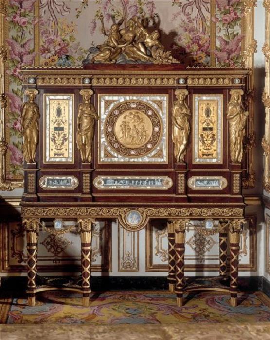Шкаф с драгоценностями Марии-Антуанетты в её будуаре, датированный 1787 годом