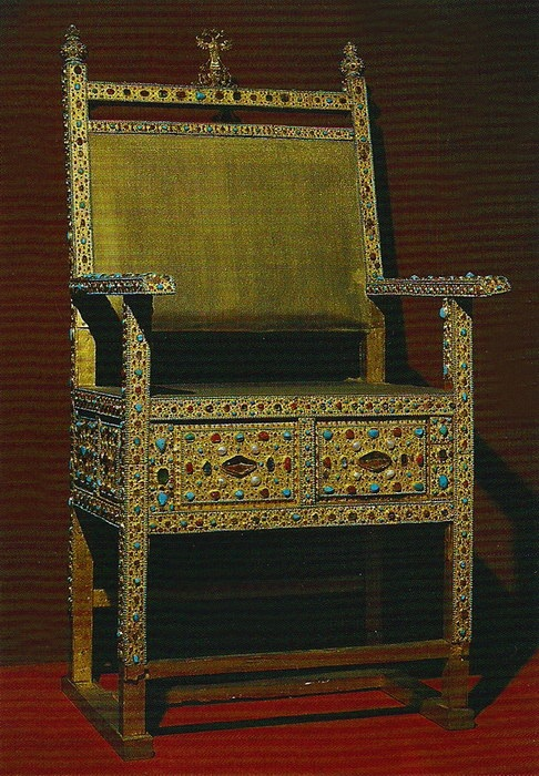 Трон царя Михаила Романова. Мастерские Московского Кремля, до 1642 года. Золото, драгоценные камни, жемчуг, басма, канафарение