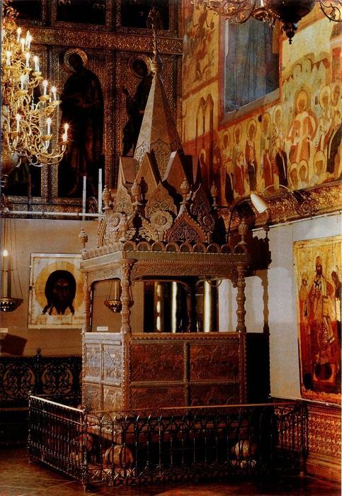 Кремль. Интерьер Успенского собора. Моленное место Ивана Грозного «Мономахов трон» 1551 год