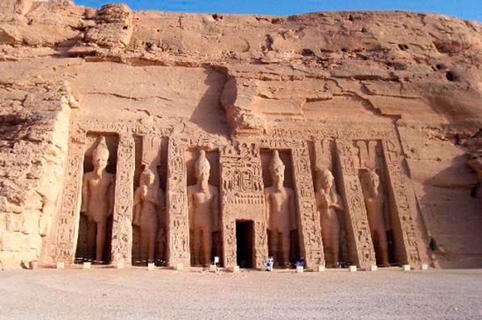 Храм Нефертари (Абу-Симбел)