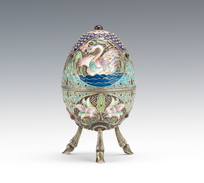 Пасхальное яйцо на резных ножках , золоченое серебро, перегородчатая, живописная эмаль 1890 г.