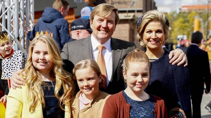 Король Нидерландов Виллем-Александр с супругой королевой Максимой и дочерьми принцессами Катариной-Амалией, Алексией и Арианой