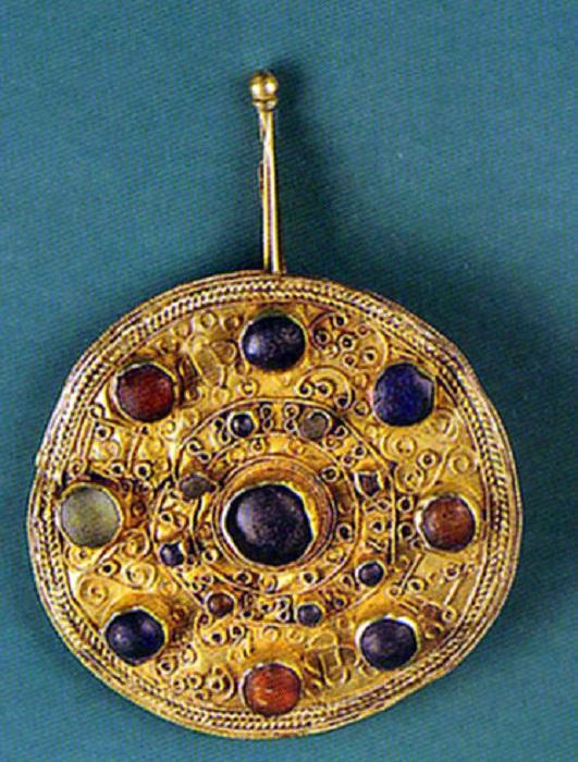 Золотая фибула из Реймса (Франция, первая половина VII в.