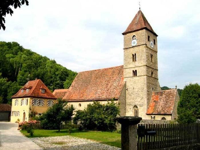 Старая церковь в Детванге