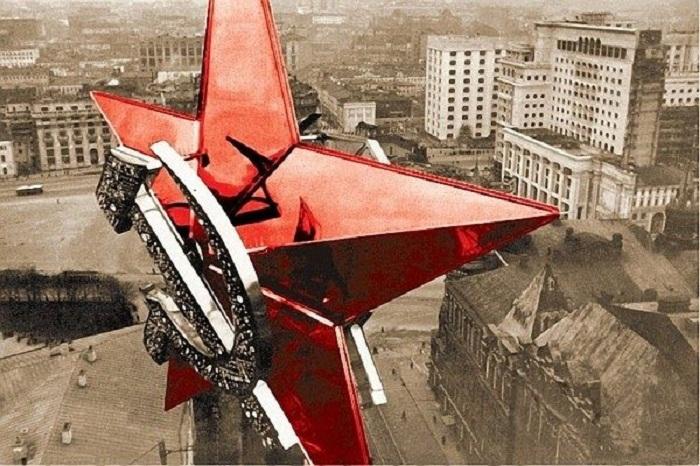 Первые кремлевские звезды над Москвой