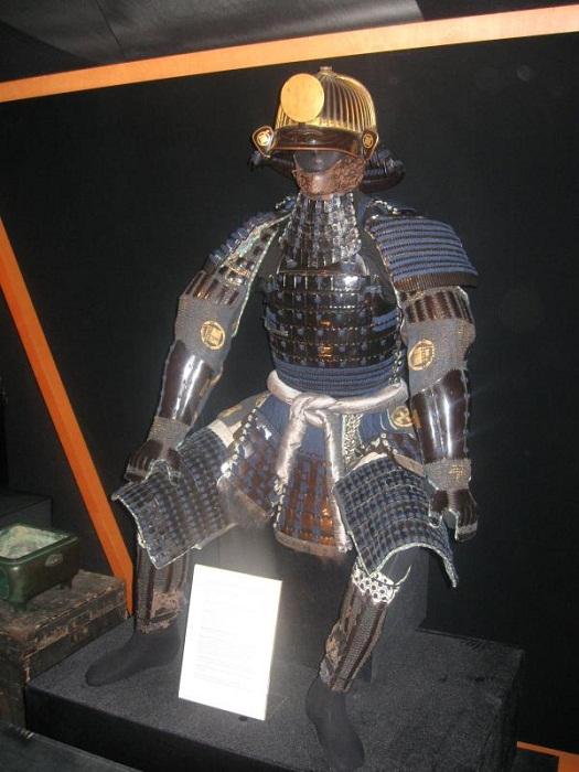 Какие доспехи носили европейские монархи, японские самураи и солдаты Первой мировой (41 фото)
