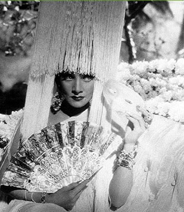 Марлен Дитрих в фильме «Дьявол-это женщина»