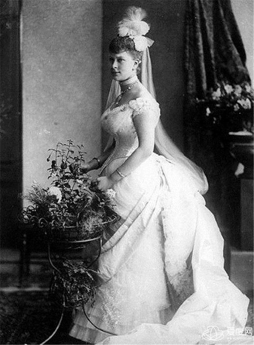 Принцесса Мария Текская в день свадьбы с Георгом, герцогом Йоркским в 1893 году