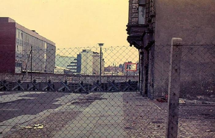 Вид на стену со стороны Восточного Берлина, 1967