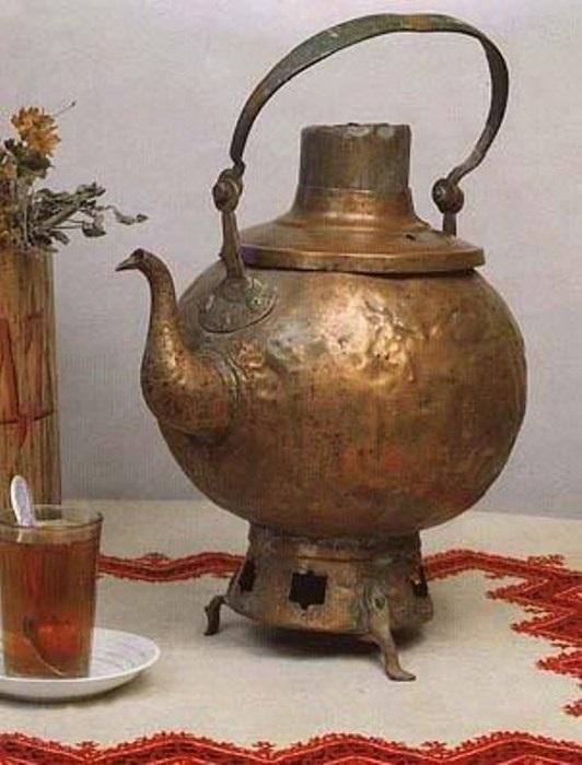Самовар-сбитенник. Середина XVIII в. Фото А. А. Лобанова