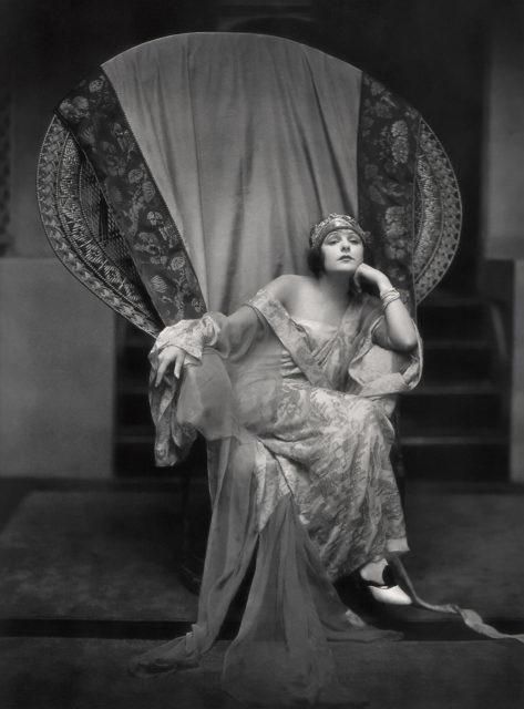 Норма Тэлменж, американская актриса немого кино в начале 1920-х годов...