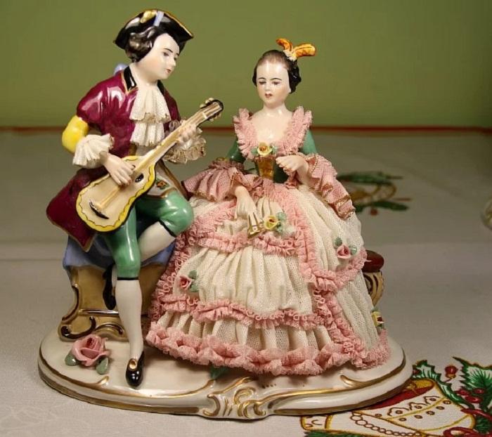 Antique German Volkstedt Dresden «Sitting Lady Figure w Fan Lovely»
