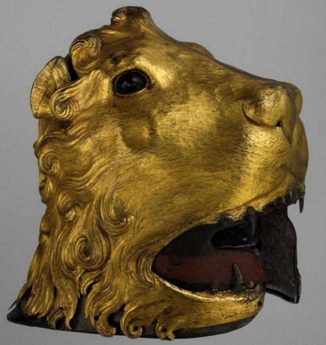 Саллет в форме львиной головы, 1475-1480, усиленный броней 'armor all'antica' - сталь, покрытая тиснёной и позолоченной медью.