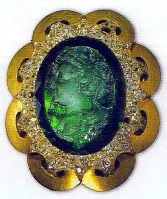 Изумрудная камея с портретом императрицы