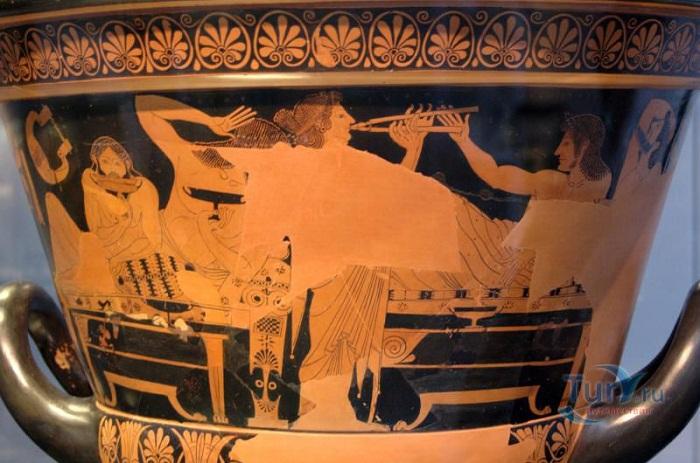 Изображение симпосия на краснофигурном аттическомкубковом кратере работы Ефрония. 510—500 гг. до н. э. Государственное античное собрание. Мюнхен