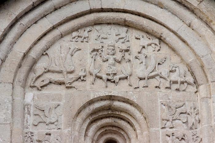 Александр Македонский, вознесение. Южный фасад
