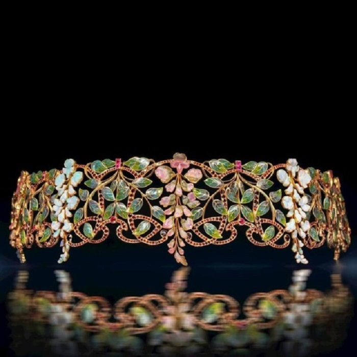 """Glycines"" (""Wisteria"") dog collar by Philippe Wolfers, 1902, jour enamel, carved tourmalines and opals, rubies, garnets and Baroque pearls"