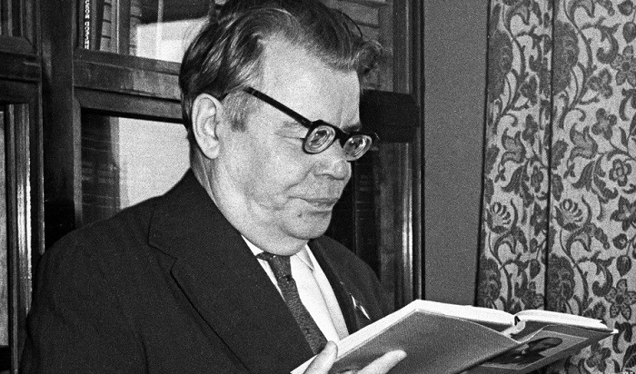 Советский поэт Михаил Васильевич Исаковский (1900—1973)