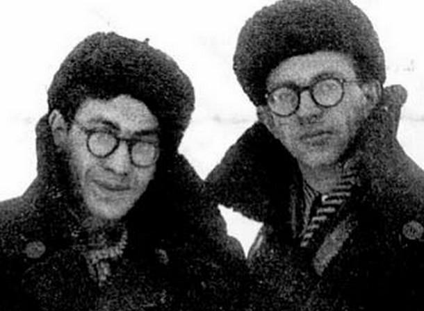 Валерий Фрид и Юлий Дунский. 1955 г. Инта