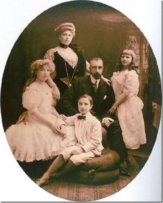 Супруги Михаил и София с детьми