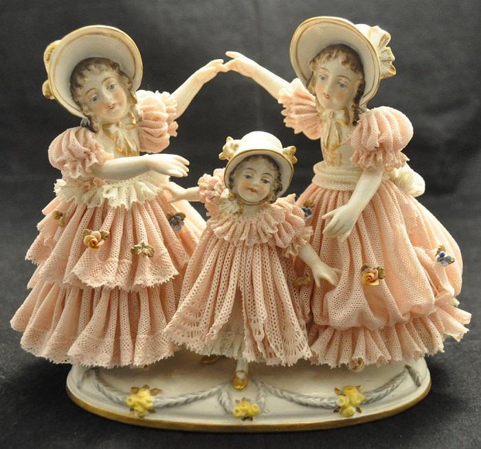 Винтажный немецкий кружевной фарфор. Франц Уиттер, Дрезден. «Три играющие девочки»