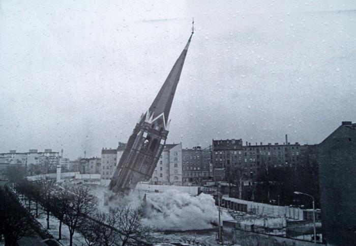 Снос церкви, 1985 год