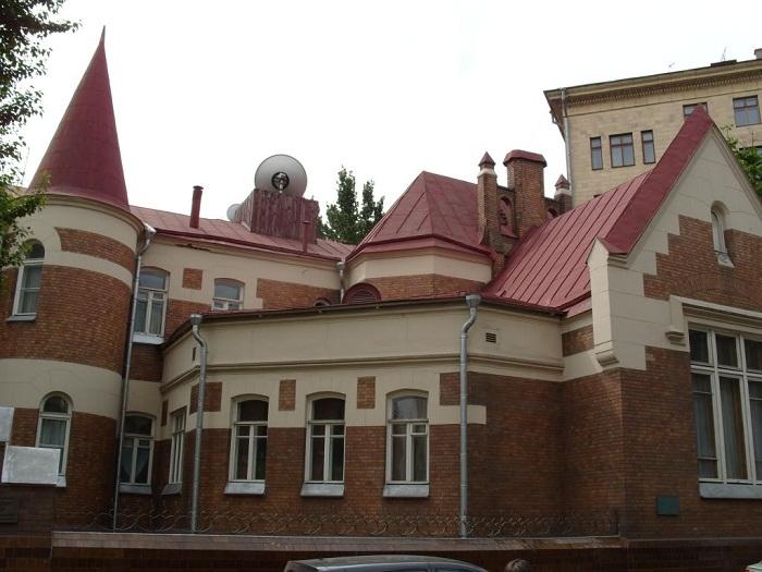 Дом в Ермолаевском переулке в наши дни после реставрации
