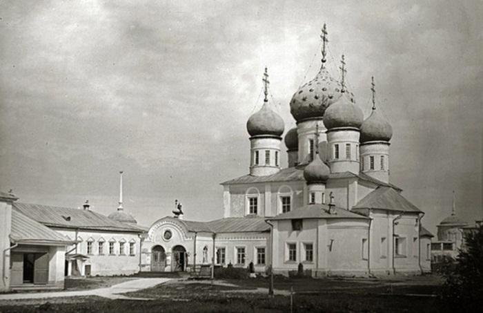 Троицкий собор Макарьева Калязинского монастыря