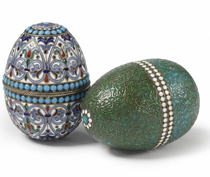 Пара пасхальных яиц 1895 г. золоченое серебро, перегородчатая эмаль