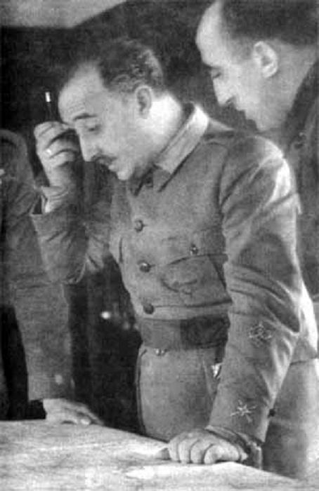 Генерал Франко обдумывает военную операцию в Теруэле. Декабрь 1937 года