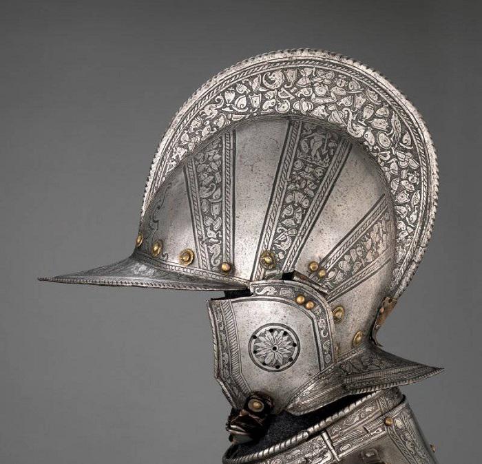 Бургиньот открытого типа с ремешком. Северная Италия. Вероятно, Милан. 1571 г. Науши соединяются между собой только подбородочным ремешком