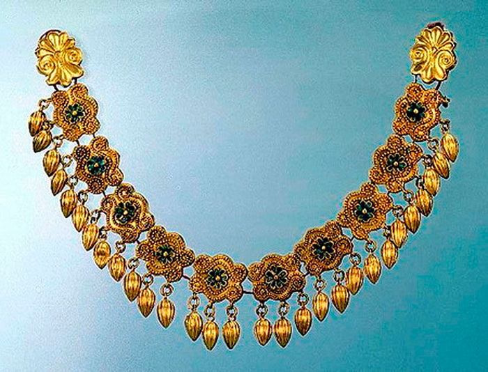 Ожерелье с зерновидными подвесками и звеньями с завитками и розетками (Золото, V-IV в. до н.э.)